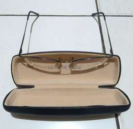 Kacamata plus utk rabun dekat merk Emporio Armani , italy .