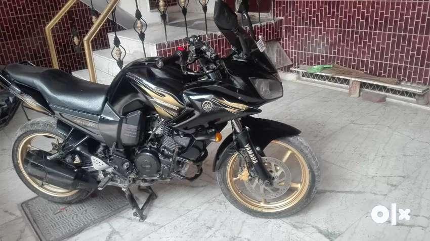 Yamaha Fazer .black gold colour. 0