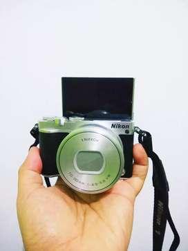 Kamera DSLR Mirrorless Nikon J5 wifi LayarSentuh istimewa