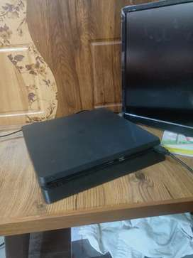Brand new PS4 only 2month old