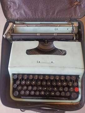 Old Olivetti Typewriter - Vintage - Antique - Antiques - Type writer