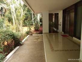 Disewakan Rumah Asri di Kemang, Jakarta Selatan ~ Pool ~ Garden