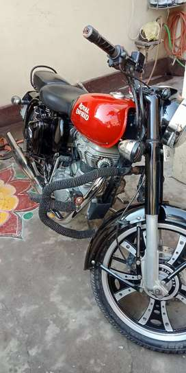 Royal Enfield Classic 11/2016 Good Condition and Genuine.