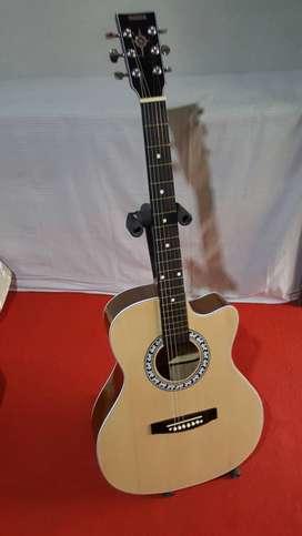 gitar akustik siap dipakai