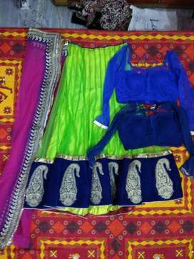 want to sell this lehenga with 2 blouse and a