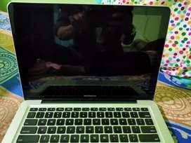 Apple MacBook Pro (13 Inch)