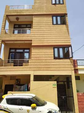 Rent house at good location