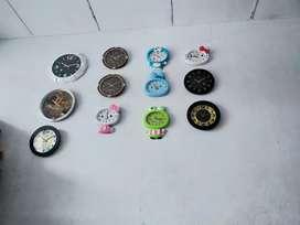 Jam dinding dengan banyak variasi