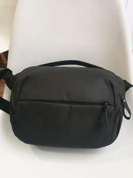 TAS KAMERA  Peak Design 5L Black  Sling Tablet Ipad Fuji Sony
