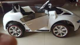 Kid's electric toy car