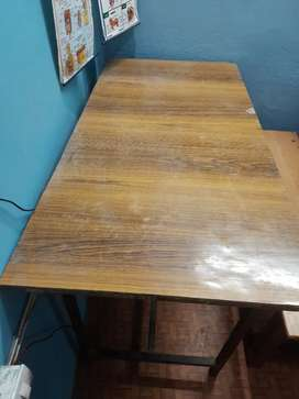 2 table and joint wood batch and tables