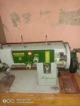 Sewing mashine singer in very good condition