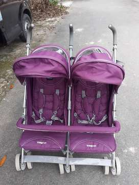 Stroller kembar merk babyelle
