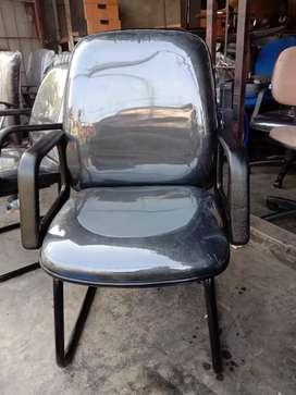 Saya menerima jual beli dan servis kursi bekas kantor dan furniture