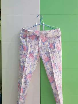 Celana pjg bunga2. Brg bgs. Size M.cakep