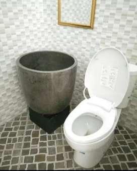 Bak mandi blong full dengan bentuk dan ukuran yang sangat besar