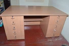 EXECUTIVE TABLE ,BRAND NEW FOR M D