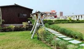 Jhalwa Tirahe से 2 किलोमीटर की दूरी पर पाए आवासीय प्लॉट