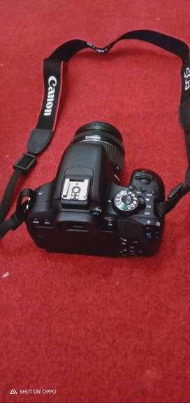 Kamera Canon EOS 800 D.