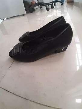 Sepatu kantoran heels