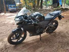 CBR 250r well maintained with smooth transmission.