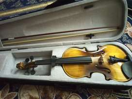 New violen with case and bow