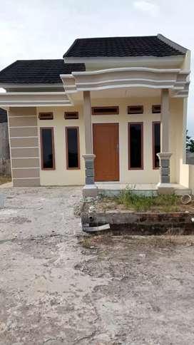 Rumah dengan keamanan CCTV dan satpam 24 jam
