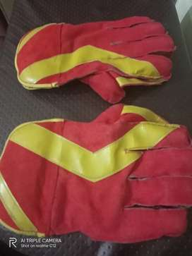 Keeping gloves to sell