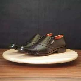 Separu pantofel pria