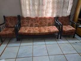 Sofaset 3 sheets n 2 chair