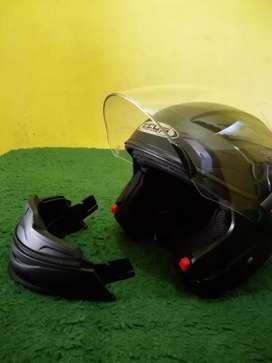 Helm zeus 611c like new
