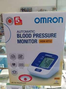Omron Blood pressure monitor/Tensimeter. HEM-8712