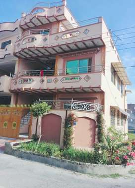 Ventilated, 5 marla, Good condition house for rent.