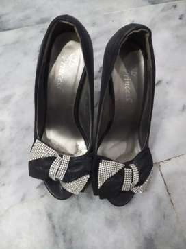 Only one time use very beautiful shoes in black colour