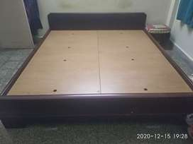 King size bed 6 x 6.5 feet