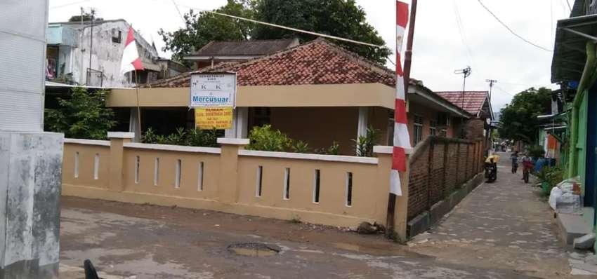 Dijual Rumah Dengan Paviliun Pinggir Jalan
