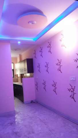 800 SQ ft 3bhk flat with lift and car parking at 33.5 lacs in uttam