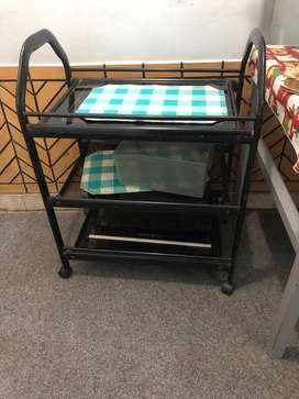 Food serving trolly