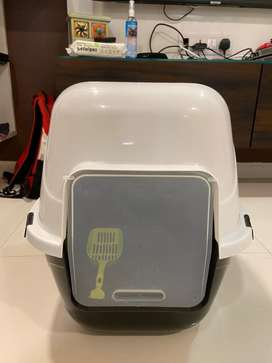 Cat litter box with scooper & Cat dry shampoo,per wipes and cat brush