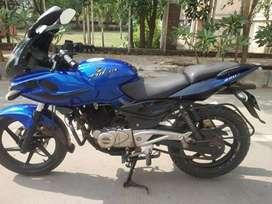 Bajaj pulser 220 2011NOVember almost 2012 shoroom condition bike