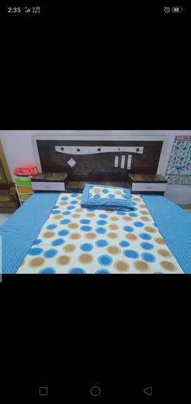 Bed & center table