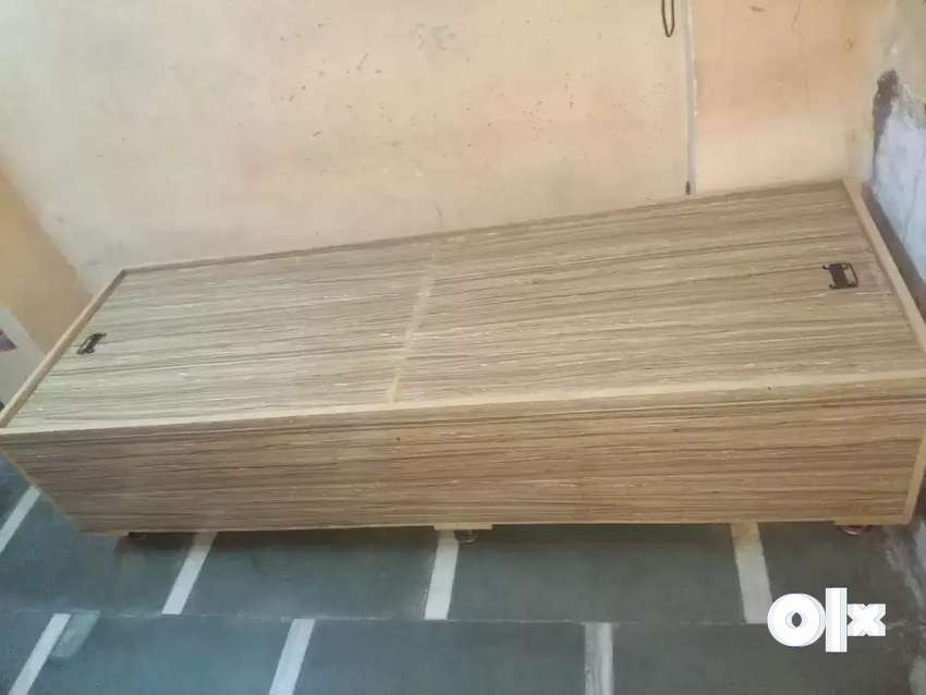 Old bed in good condition 0