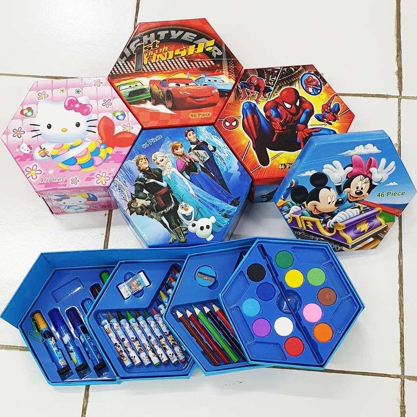 Crayon Set Warna Karakter 4in1 Isi 46pcs 0