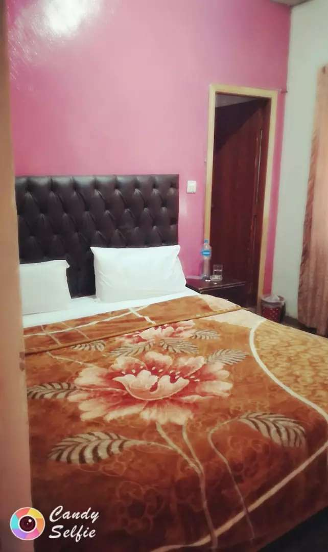 Hotel room rent in Lahore 0