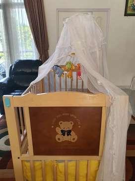 Box bayi ukuran 126cm x 96 cm..lengkap..mainan, tirai dan bumper box