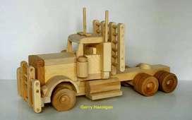 Costum miniatur kendaraan dari kayu