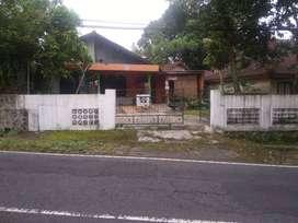 Rumah keluarga dan strategis( pinggir jalan raya kaliurang km 17)