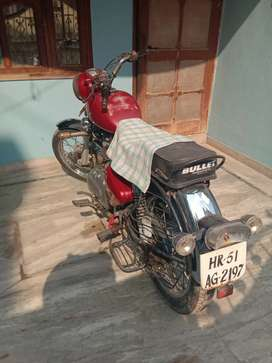 Royal Enfield Bullet of 2009 model. Only 215963 km driven