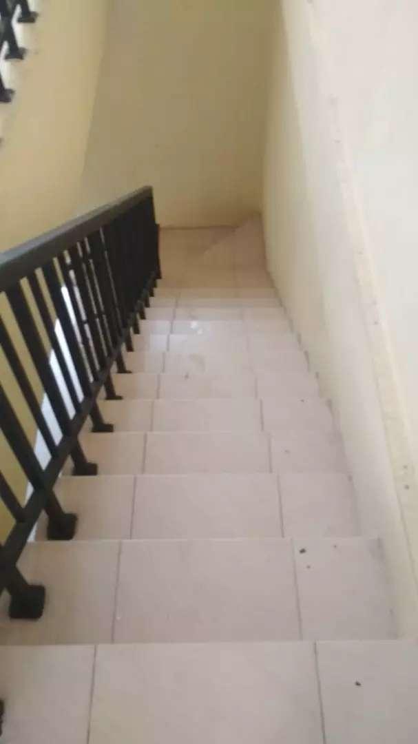 Ruko 2 lantai ada kamar 2 0