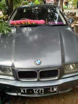 Dijual cepat Mobil BMW 320i